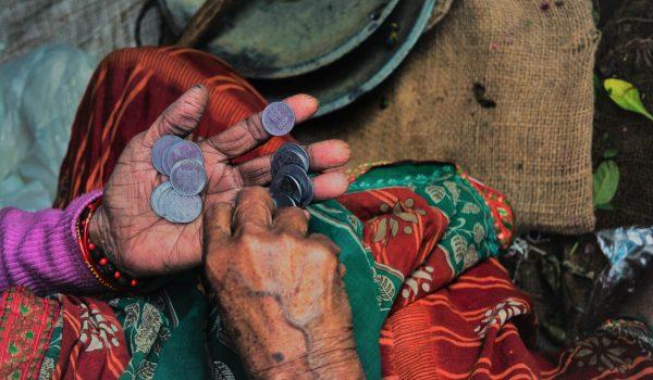 Hoe effectief is microfinanciering in de strijd tegen armoede?